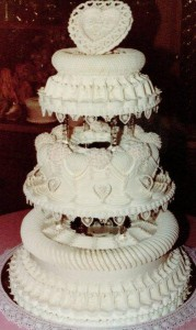 Lambeth Wedding Cake - By Kathleen Lange, 1984 This cake was completed by Kathleen for her final project, after attending Betty Newman-May's Master Lambeth Method Class - All About Cakes, Lakeside, CA