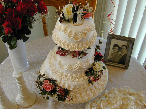 Victoiran Lambeth Wedding Ann. Cake 5/2001